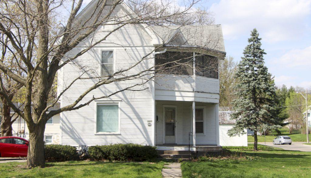 1460055288_1-ERP-Rental-Properties-Iowa-City-1226U-Rochester-Ave_Exterior