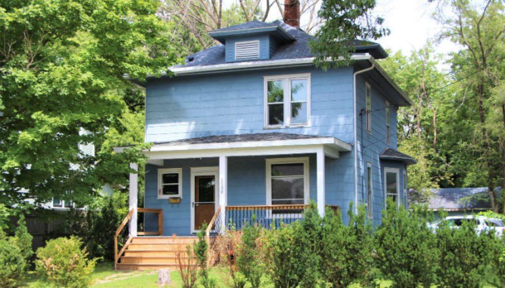 1506355616_ERP-Rentals-Iowa-City-1130-Rochester-Avenue-exterior