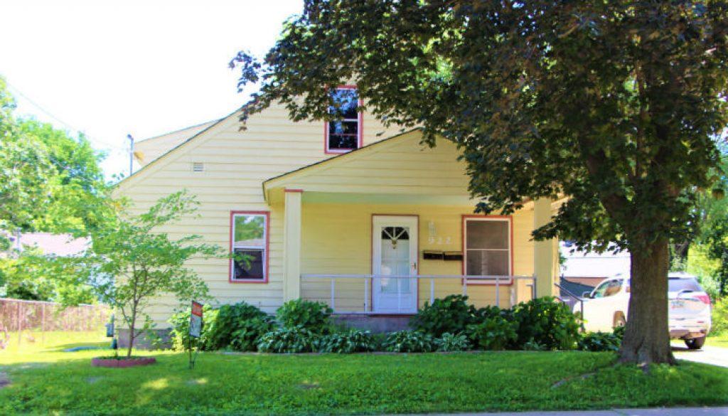 1506356681_ERP-Rentals-Iowa-City-922-VanBuren-Street-exterior
